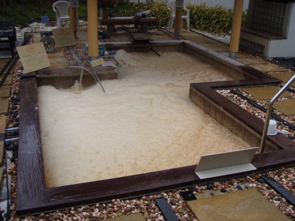 浴槽の配管洗浄作業を実施(レジオネラ対策)