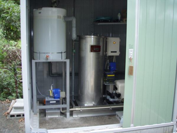 小規模集落向けに沢水の色度・濁度除去装置を設置(沢水用 小型ろ過機)